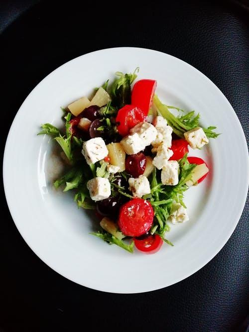 Zdrowa dieta latem – jakich produktów warto używać?